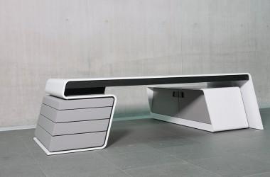 Ergonomischer Designertisch von Hali. Produktion: SFK Technologie Manufaktur.