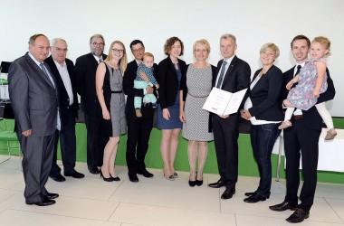 Gruppenfoto Kommerzialratsverleihung Gerhard Spitzbart