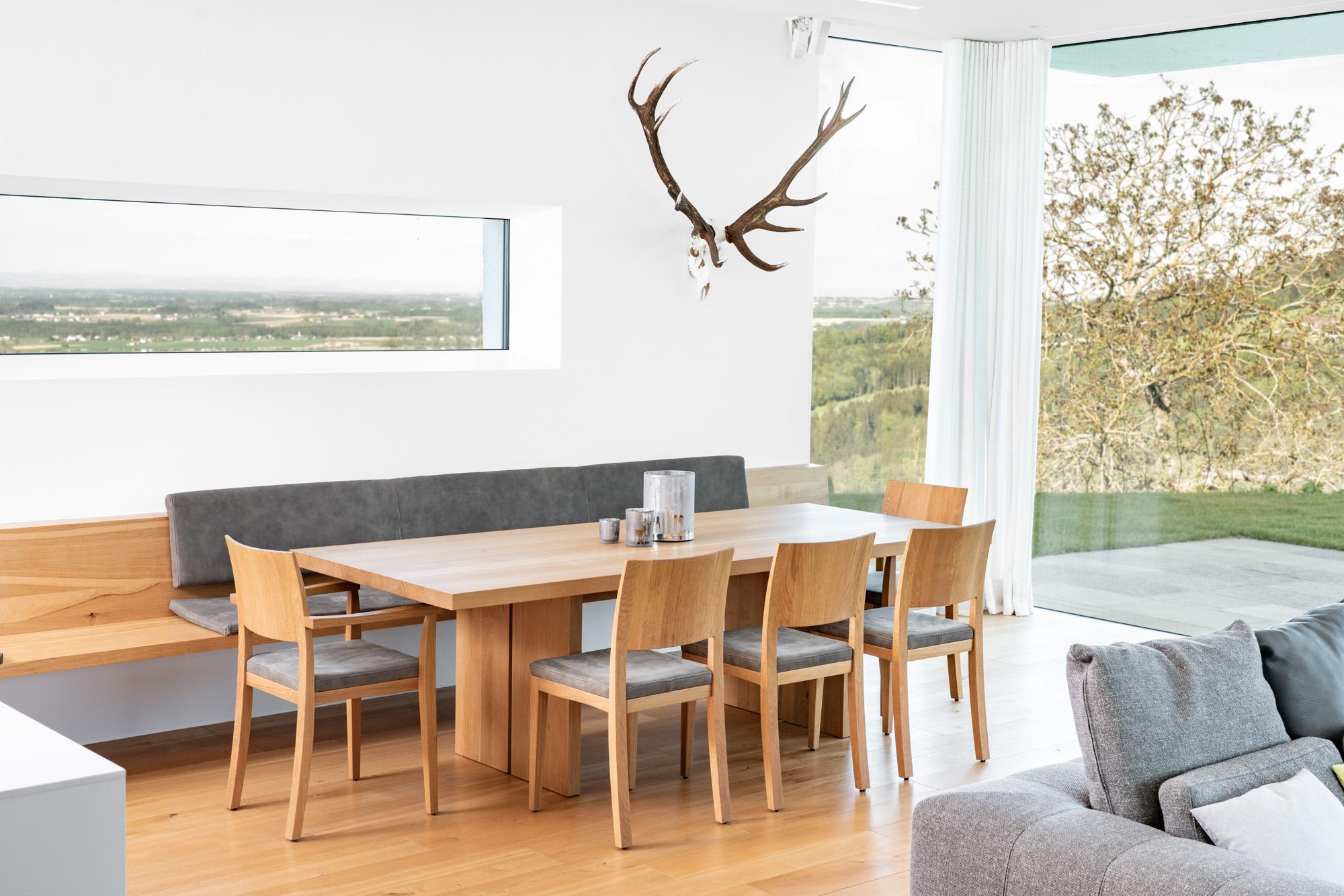 Esszimmer, Essbereich mit Massivholztisch vom Tischler