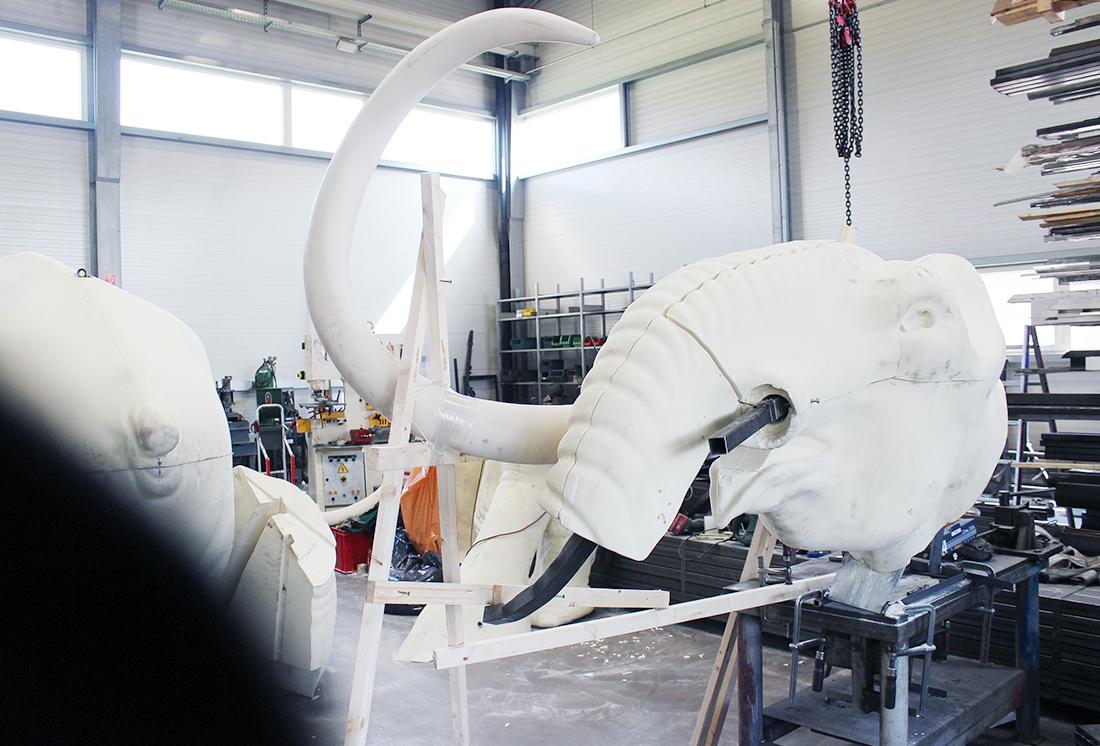 Stahlkonstruktion - Schlossereiarbeiten für Mammut für Ausstellung CNC